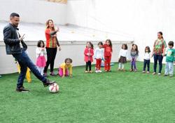 Deniz Naki Zarokîstan'da çocukları sevindirdi
