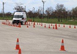 Van'da ATT Ve Ambulans Şoförlerine İleri Sürüş Eğitimi