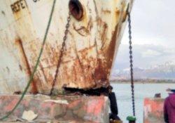 Van'da feribot beton iskeleye çarptı