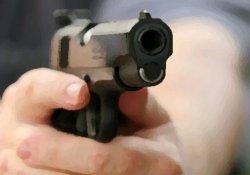 AVM'de silah sesleri