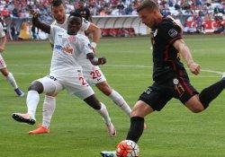 Galatasaray Antalyaspor'a 4-2 mağlup oldu