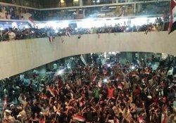 Irak'ta Sadr yanlıları parlamento binasına girdi