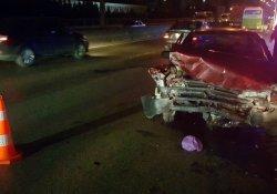 Hakimiyetini kaybeden sürücü duvara çarptı: 1 yaralı