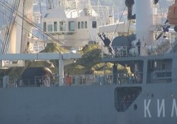 Rus askeri gemisi, güvertesinde tankla İstanbul Boğazı'ndan geçti