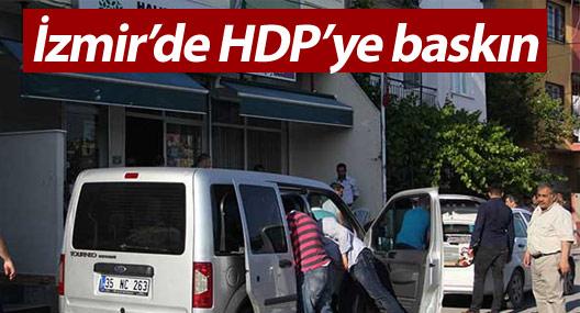 İzmir'de HDP'ye baskın: İlçe eş başkanı gözaltına alındı