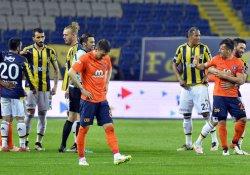F.Bahçe Başakşehir'e yenildi, şampiyonluk mucizelere kaldı