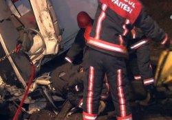 TIR iki kamyonete arkadan çarptı: 2'si ağır 3 yaralı