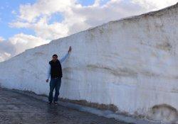 Bitlis'te kar kalınlığı 5 metreyi buluyor