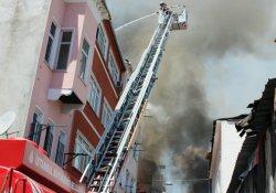 Balat'ta yangın: 3 bina kullanılamaz hale geldi