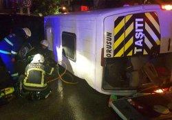 Lüks cipin çarptığı minibüs devrildi: 4 yaralı