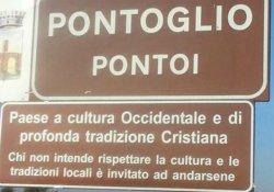 'Burası Hristiyan kasabadır' tabelası kaldırılıyor