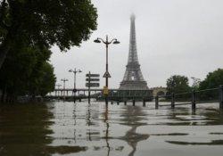 Fransa'da sel felaketi, Louvre'u kapattırdı
