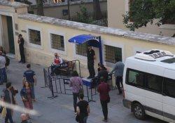 İstiklal'de polis kontrol noktaları kuruldu