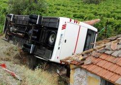 Öğrenci servisi kaza yaptı: 26 yaralı