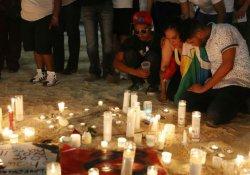 Orlando'da hayatını kaybedenler binlerce mum ve gözyaşlarıyla anıldı