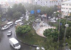 Sağanak yağış hayatı etkiledi