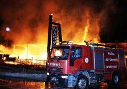 Kereste fabrikası cayır cayır yandı