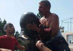 Zorla büst öptürülen Çay'a 5 ay hapis cezası