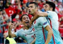 Euro 2016'da Türkiye, Çekleri 2-0 yenerek grup üçüncüsü oldu