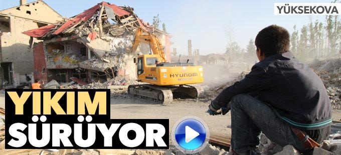 Yüksekova'da başlatılan yıkım çalışmaları devam ediyor