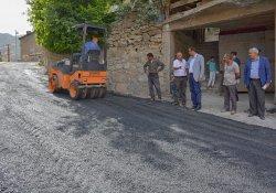 Hakkari Belediyesinin yol onarım çalışmaları sürüyor