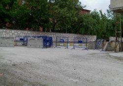 Diyadin'de yollara beton bariyer kuruldu