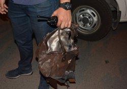 Yol ortasındaki şüpheli çanta fünye ile patlatıldı