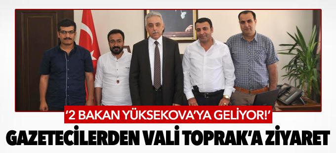 Yüksekova'da görev yapan gazeteciler Vali Toprak'ı ziyaret etti