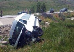 Pasinler'de trafik kazası: 17 yaralı