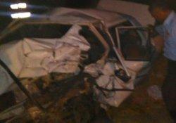 Hafif ticari araçla otomobil çarpıştı: 2 ölü, 7 yaralı