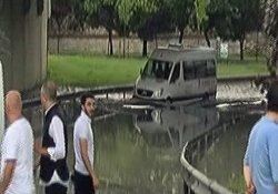 Bayrampaşa'da araçlar yolda mahsur kaldı