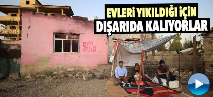 Evleri yıkıldığı için dışarda kalan Yüksekovalı Ürek ailesi yardım eli bekliyor