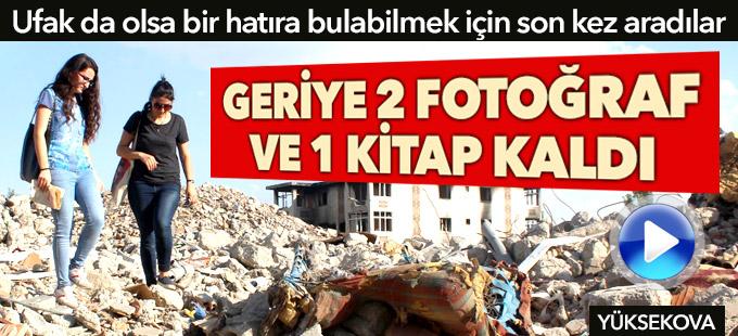 Yüksekova: 2 kız kardeş yıkılan evlerinin enkazında hatıra aradı