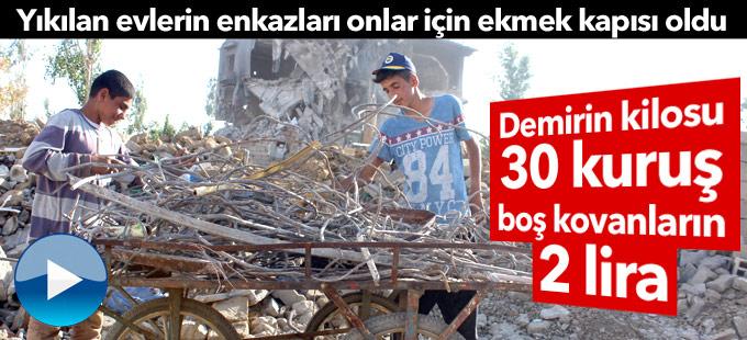 Yüksekova'da yıkılan evlerin enkazları ekmek kapısı oldu