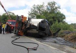 3. köprü inşaatına zift taşıyan kamyon devrildi, sürücüsü öldü