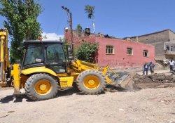 Yüksekova'da su isale hattı onarım çalışmaları devam ediyor