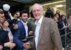 Jeremy Corbyn İşçi Partisi yönetimindeki kritik oylamayı kazandı