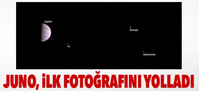 NASA'nın uzay aracı Juno Jüpiter'den ilk fotoğrafını yolladı