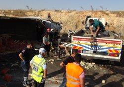 TIR minibüse arkadan çarptı: 2 ölü