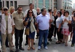 Adliye önünde gazeteci Mumay'a destek açıklaması