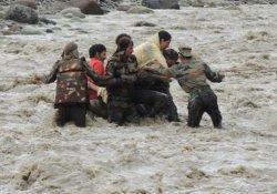 Hindistan ve Bangladeş'te şiddetli yağış: 31 ölü