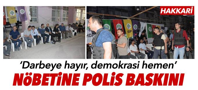 """Hakkari'de """"Darbeye hayır, demokrasi hemen"""" nöbetine polis baskını"""