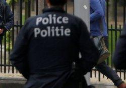 Belçika'da iki kadın polise palalı saldırı