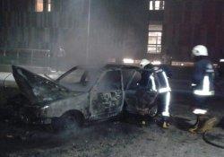 Van'da seyir halindeki otomobil alev alev yandı