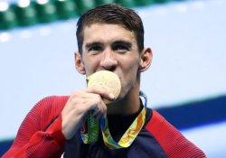 Michael Phelps olimpiyatlarda 19. altın madalyasını kazandı