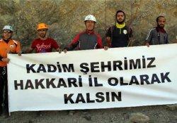 Hakkarili dağcılardan pankartlı tepki