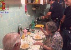 Roma polisi, yalnızlıktan ağlayan yaşlı çift için posta kutusu açtı