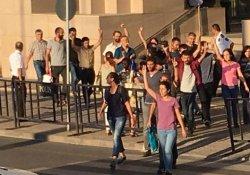 Gözaltına alınan 22 gazeteci serbest bırakıldı