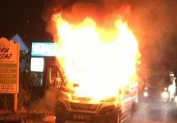 Bursa'da işçi dolu servis alev alev yandı