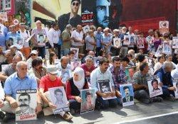 Cumartesi Anneleri: Özgür Gündem'in ve Aslı Erdoğan'ın yanındayız